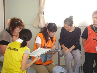 石巻市内の仮設住宅での活動